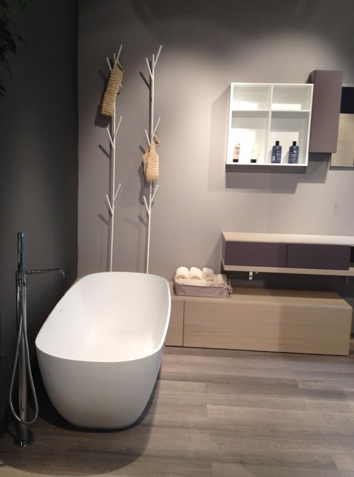 Novello_bianco softper la vasca da bagno sono realizzate in Teknorit bianco opaco.
