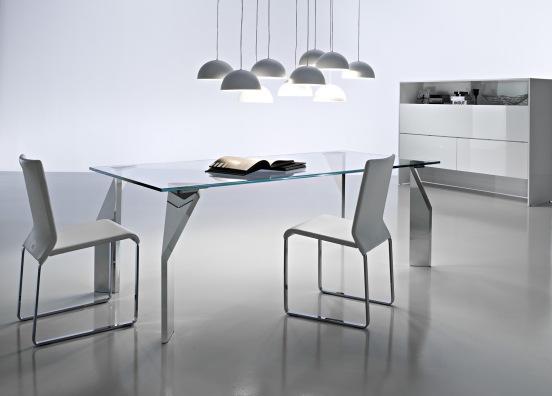 interessante il contrasto tra le gambe massiccie e il piano leggerissimo, A4 di Ciacci , design MeneghelloPaolelli