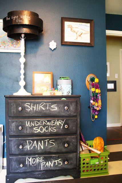 """ogni giorno scrivi il tuo pensiero! vernice lavagna è bellissima idea da utilizzare non solo sui muri """"via www.apartmenttherapy.com"""""""
