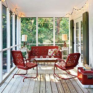 Che sogno avere una veranda così! via Southern Living