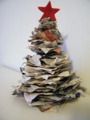 albero-di-natale-con-la-carta-di-giornale