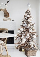 albero-di-natale-con-legna