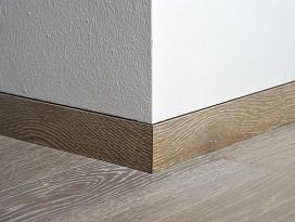battiscopa-legno-filo-muro