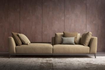 Olivier_bella idea che risponde a diversi modi di fruire il divano grazie ad un bracciolo/schienale