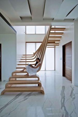 scala-scultura-legno