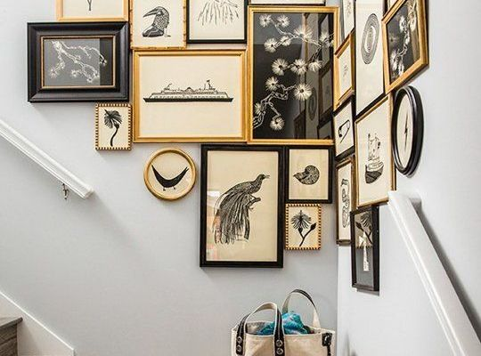 Come appendere i quadri idee per comporre la tua parete d for Appendere quadri senza chiodi